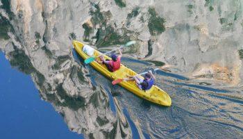 Kayak en rivière
